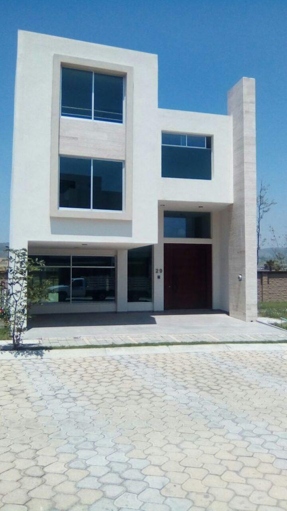 Casa en venta 4 recámaras con baño y roof garden Parque Querétaro
