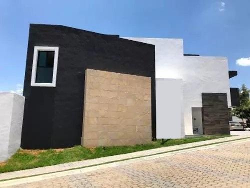 Casa Venta 4 recamaras con baño estudio roof garden Parque Santo Domingo Lomas de Angelopolis II 2