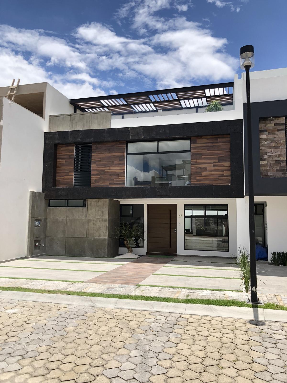 Venta casa 4 recamaras estudio roof garden Parque Zacatecas Lomas de Angelopolis