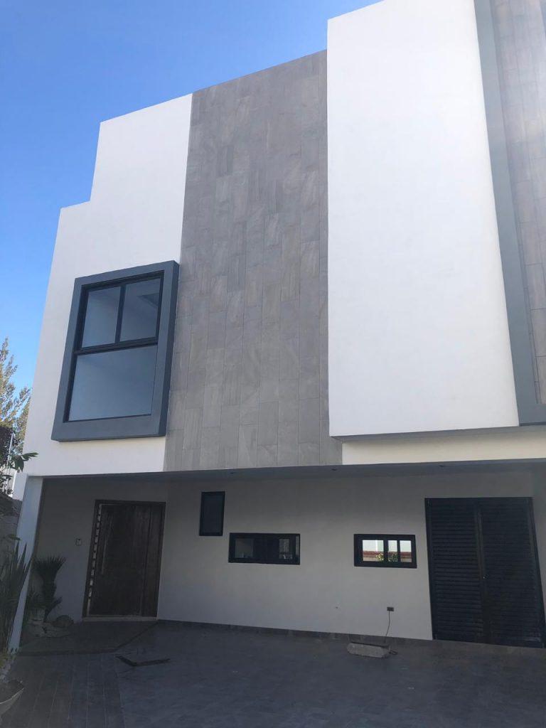 Casa en venta 3 recamaras Parque Hidalgo Lomas de Angelopolis cluster con alberca techada