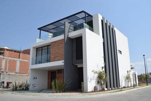 Renta casa con 3 recamaras Parque Chihuahua Lomas de Angelopolis Residencia en esquina con vista a los volcanes y con tres niveles 2