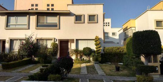 Renta casa 3 recamaras y estudio Privanza Lomas de Angelopolis cluster con alberca