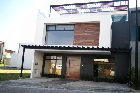 Venta casa 4 recamaras una en PB Parque Nuevo Leon Lomas de Angelopolis cochera 3 autos techada y roof garden 1
