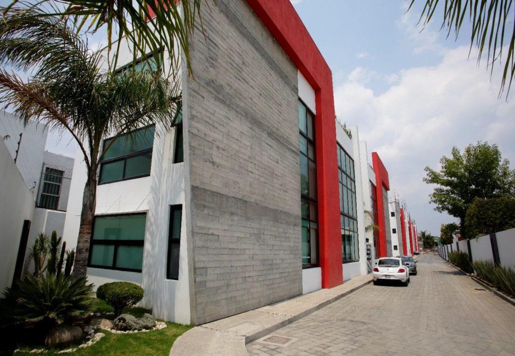 Venta departamento de 3 recamaras y 2 estacionamientos El Barreal cerca Periférico UDLAP