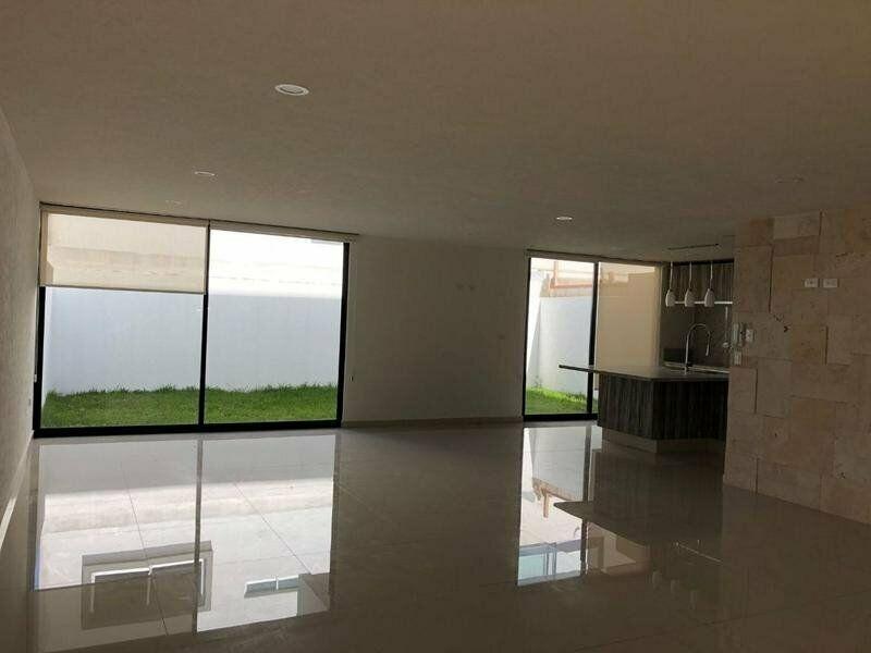 Casa en venta de 4 recamaras Parque Zacatecas Lomas de Angelopolis 2