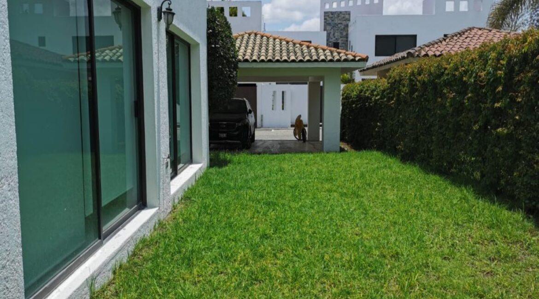 Renta casa con 3 recamaras muy amplia Fundadores de Zavaleta 14