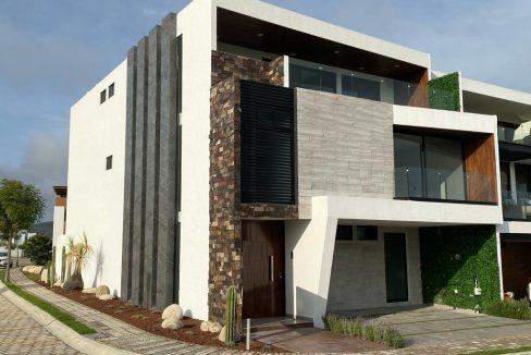 Venta casa esquina 4 recamaras Parque Guanajuato Lomas de Angelopolis