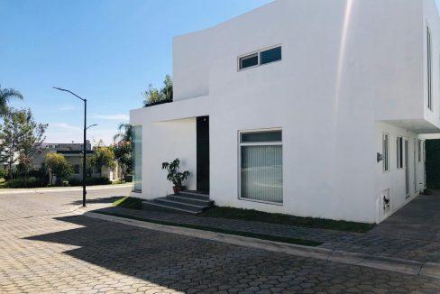 Renta casa amueblada 3 recamaras Parque Santiago Lomas de Angelópolis Puebla 1-1