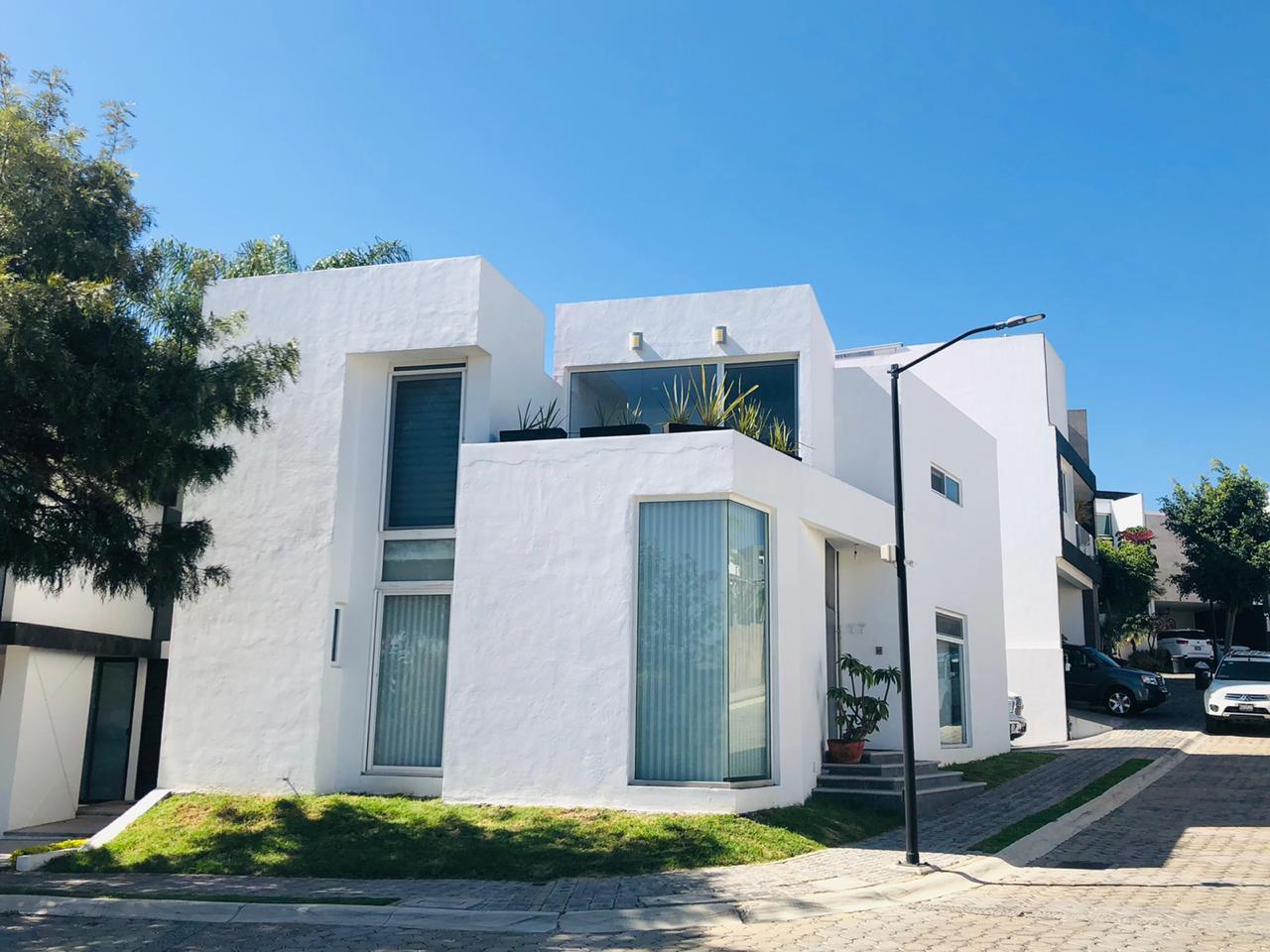 Renta casa amueblada con 3 recamaras Parque Santiago Lomas de Angelópolis Puebla